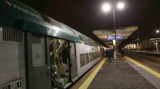 Il treno fermo in stazione dopo l'investimento (Radaelli)