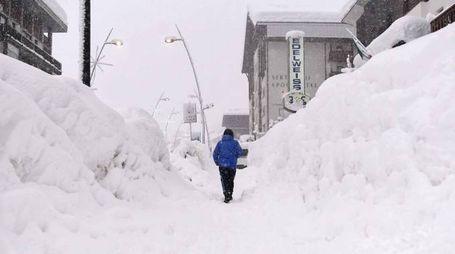 Meteo, la neve a Cervinia in una foto dell'8 gennaio (foto Lapresse)