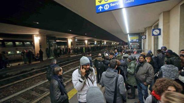 Viaggiatori bloccati alla stazione di Monza