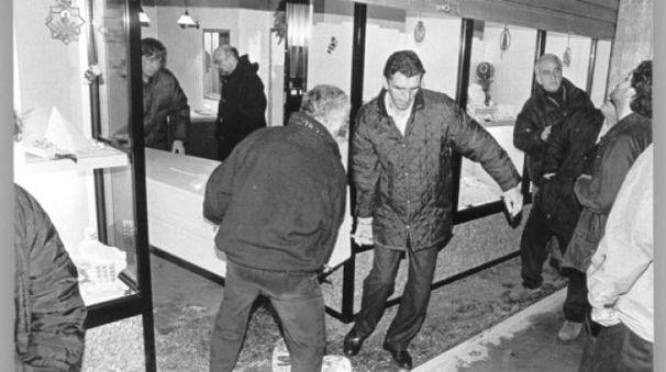 Gioielliere ucciso dai banditi vent'anni fa