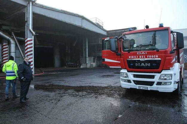 Incendio alla Italcol (foto: Tommaso Gasperini/Fotocronache Germogli)