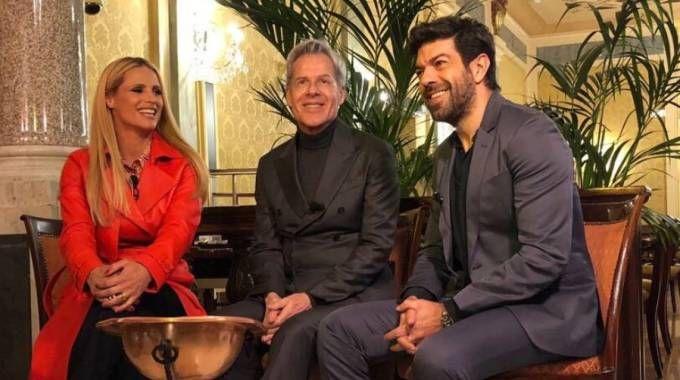 Sanremo 2018, Hunziker con Baglioni e Favino alla presentazione (Twitter @SanremoRai)