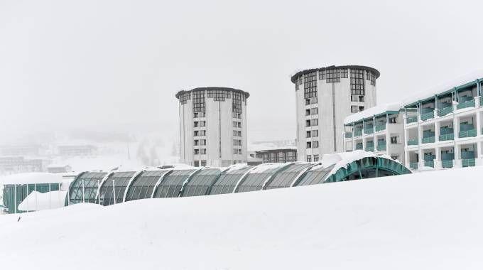 Previsioni meteo, neve sulle Alpi. Caldo al Sud. Foto: Colle di Sestriere (Lapresse)