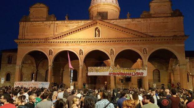 La chiesa del Baraccano durante una manifestazione di Làbas