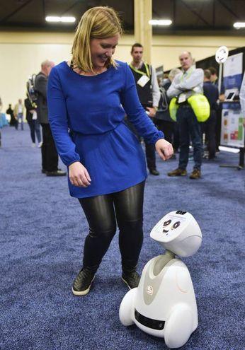 Il robot Buddy della Blue Frog Robotics (LaPresse)