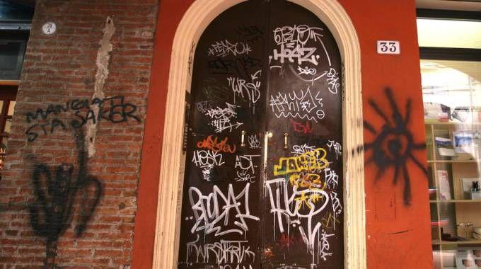 Uno dei tanti palazzi in centro pieni di graffiti