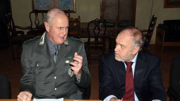 LEGALITA' Il comandante Castagnoli della Polizia Provinciale assieme al presidente della Provincia Tagliani