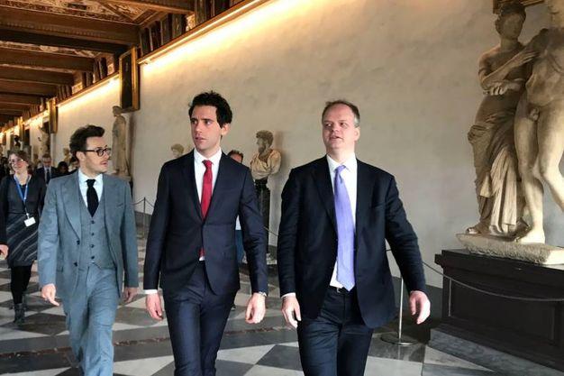 Mika visita gli Uffizi accompagnato dal direttore Eike Schmidt  (Marco Mori/New Press Photo)