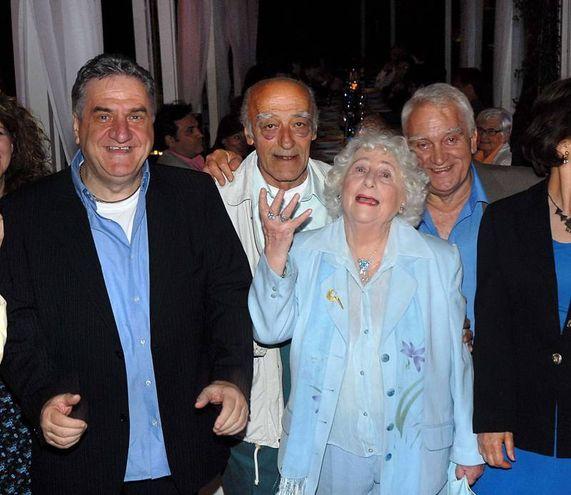 Novello Novelli (al centro) con Laura Pestellini, Luciano Casaredi e Sergio Forconi