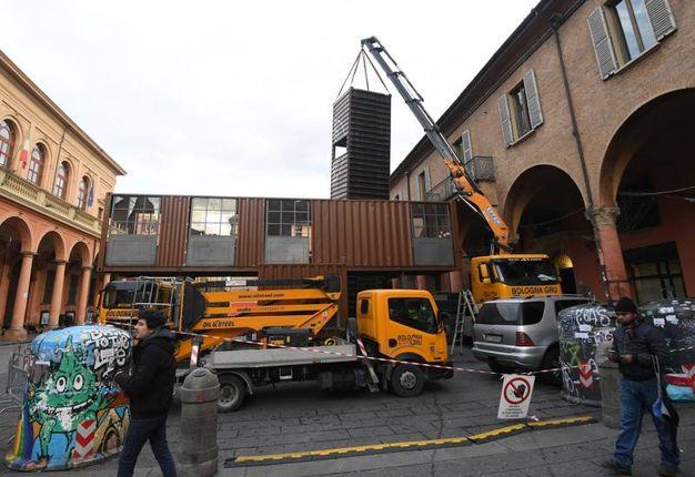 Sono tre i container montati in piazza Verdi (foto Schicchi)