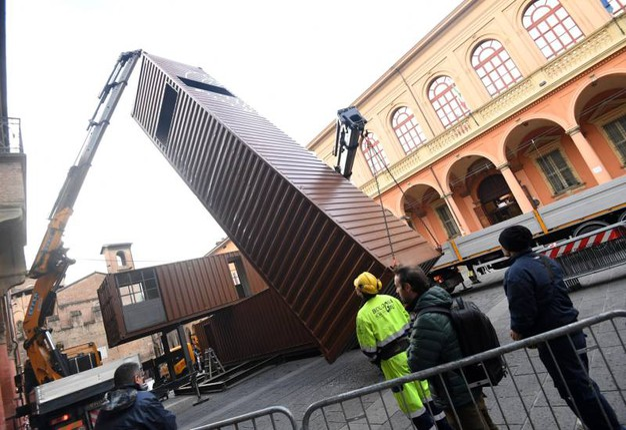 I container sono sorvegliati 24 ore su 24 (foto Schicchi)