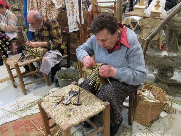 Artigiani all'opera (foto Scardovi)