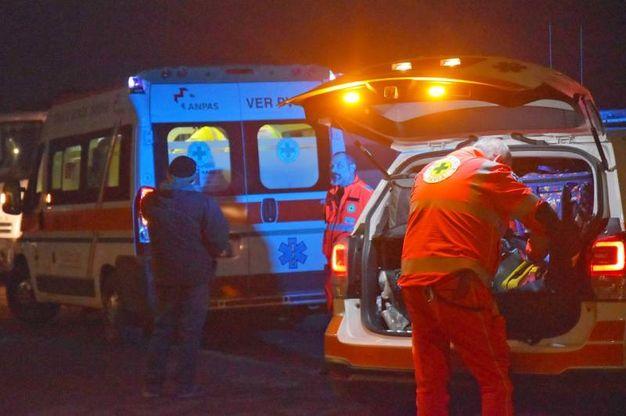 Bimbo scende dallo scuolabus e viene investito da un'auto: i soccorsi