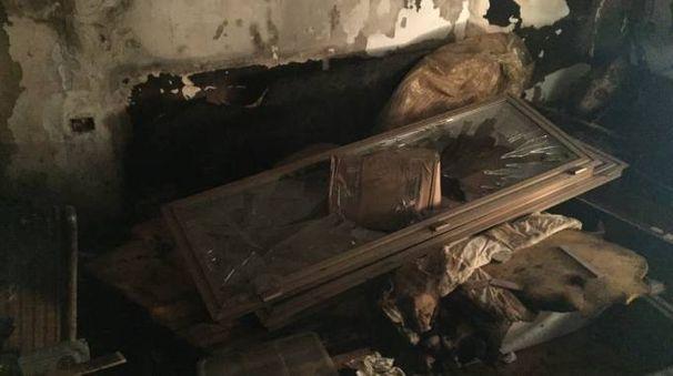 Quello che resta dell'abitazione dopo l'incendio causato dall'espolosione del giocattolo