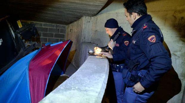 La polizia controlla la tenda dentro il Park Sì (foto Calavita)
