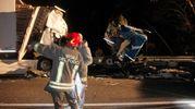 L'allarme è scattato immediatamente e sul posto sono intervenuti i mezzi del 118 due ambulanze e un auto medicalizzata oltre ai vigili del fuoco e ai carabinieri che hanno effettuato i rilievi. La strada è rimasta chiusa per ore (Foto Corelli)