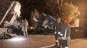 Il camion, dopo una prima carambola con un rimorchio di un secondo tir che trasportava pollame, si è scontrato con un furgone carico di pesce, condotto da un romeno di 33 anni (Foto Corelli)