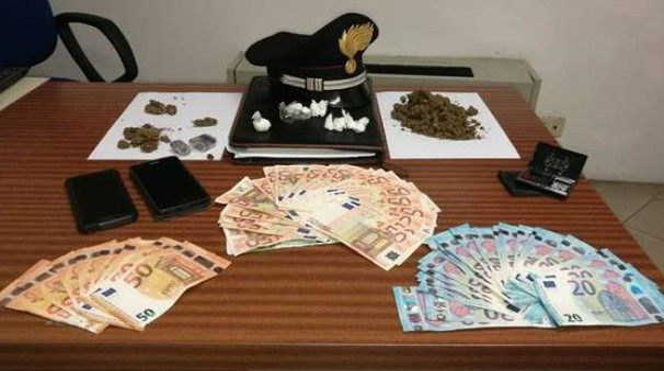 Droga e denaro posti sotto sequestro dai carabinieri