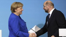 Angela Merkel e Martin Schulz. L'Spd ha detto sì alla Grosse coalition (Ansa)