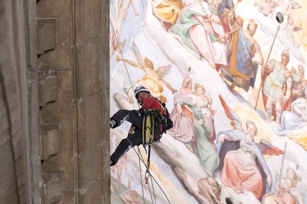 Monitoraggio della cupola del Duomo di Firenze. Restauratori alpinisti