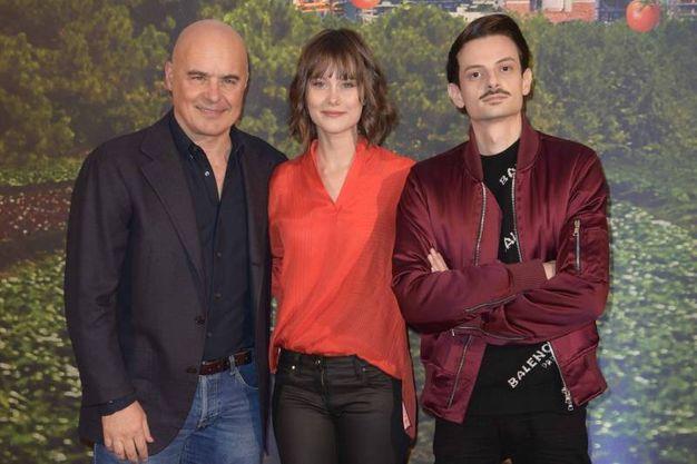 Luca Zingaretti, Paola Calliari e Fabio  Rovazzi (La Presse)