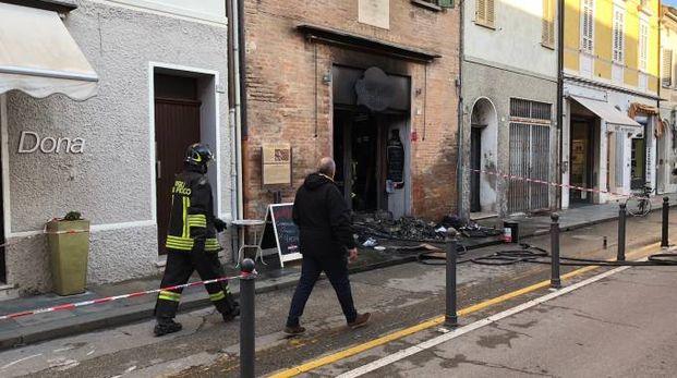 Russi, incendio al Wine bar caffè in pieno centro