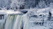 Spettacolo di ghiaccio alle cascate del Niagara (Lapresse)
