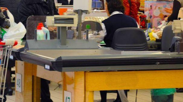 Le casse del supermercato Iper all'Oriocenter (De Pascale)