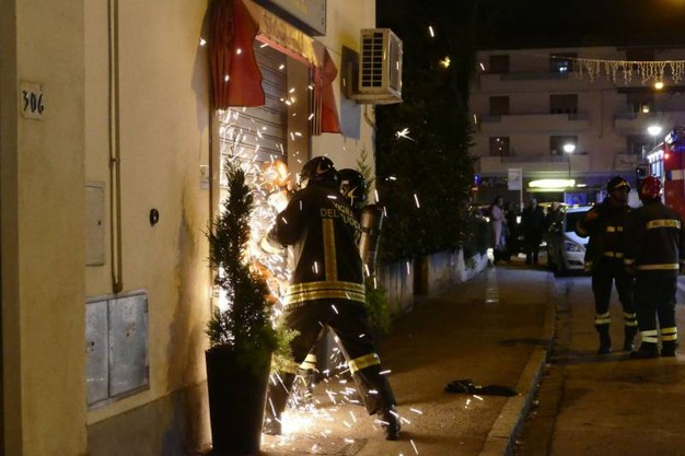 Incendio alla Stock House di Prato, distrutto il magazzino (Attalmi)