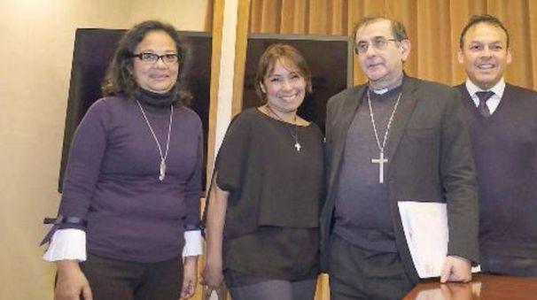 L'arcivescovo Delpini con i rappresentanti della comunità peruviana