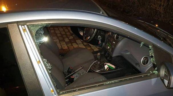 Il finestrino rotto dai pugili