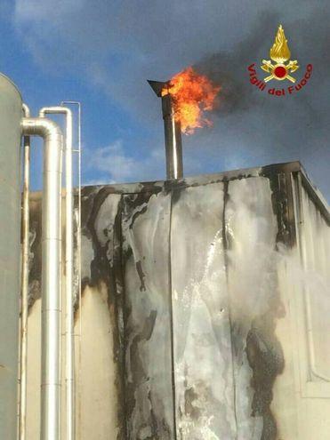 Figline Valdarno, incendio nella ditta Bindi (Foto: vigili del fuoco)