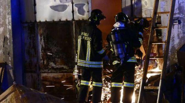 I vigili del fuoco non hanno ancora individuato le cause che hanno scatenato il maxi incendio