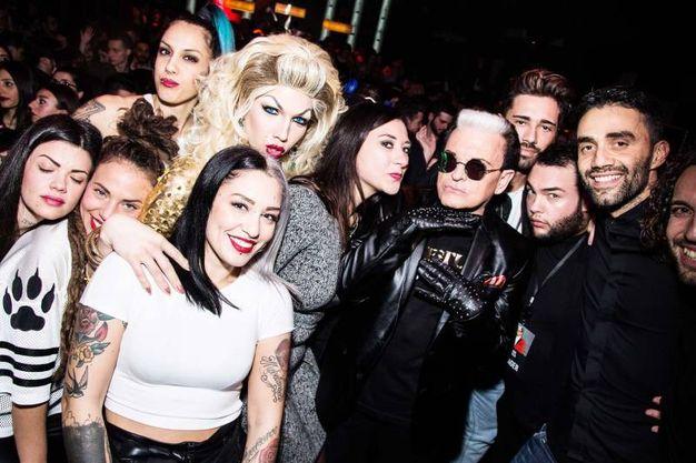 Cristiano Malgioglio con i fan del Noir Club