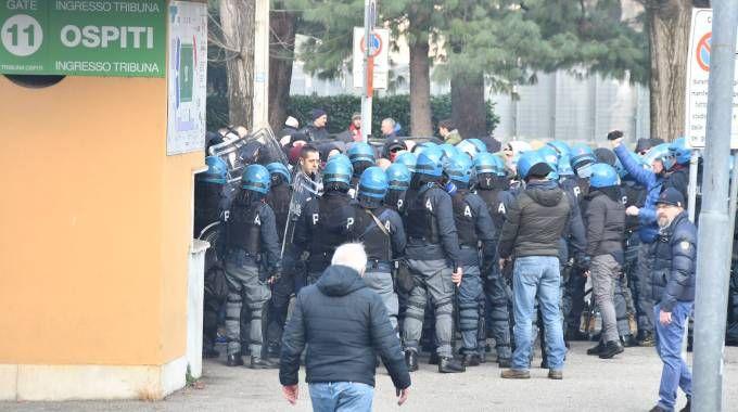 Como, tensione contro gli ultras del Varese