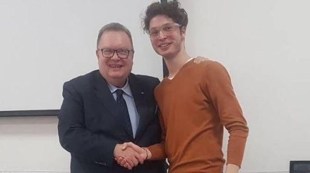 Marco Gasparri, presidente della Fondazione Montecatone, e il giovane Mattia Strocchi
