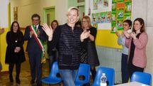 Federica Pellegrini ieri alla scuola primaria Mattioli (Foto Donzelli)