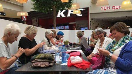 Lavoro a maglia in compagnia al Centro di Arese