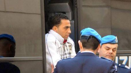 Jamel Moamib al suo arrivo in tribunale dopo lo stupro commesso nel 2009 su una quindicenne