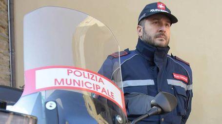 Polizia municipale in strada (foto di repertorio)