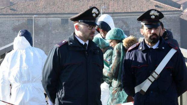 I carabinieri sul luogo dell'omicidio