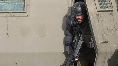 Un soldato israeliano (Ansa)