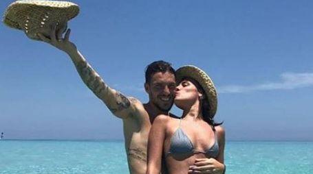 Simone Verdi con la fidanzata Laura Della Villa in vacanza (da Instagram)