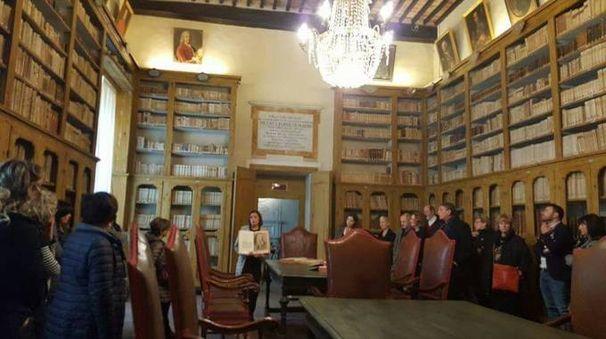 Una visita alla storica biblioteca di Cortona