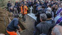 Un momento dei funerali (Fotocronache Germogli)