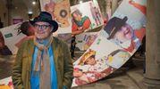 Oliviero Toscani nel cortile di Palazzo Strozzi a Firenze, sede della mostra di United Colours of Benetton