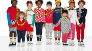 Una coloratissima foto di gruppo
