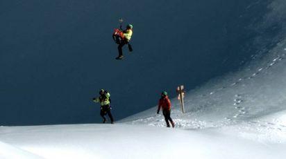 Recuperato il cadavere dell'alpinista (Gianluca Briccolani/Germogli)