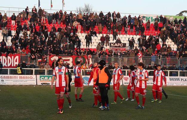 La delusione a fine partita della Vis Pesaro (Fotoprint)
