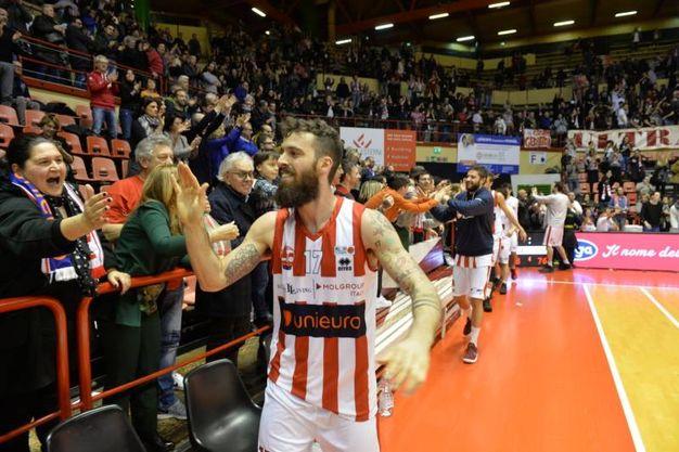 Davide Bonacini festeggia coi tifosi (foto Frasca)